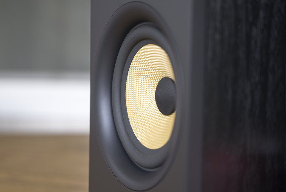bowers and wilkins bookshelf speakers. the iconic yellow cone made of woven kevlar fibers and fuzzy felt covered dust cap make this a flashy, but handsome driver. trim ring is huge has bowers wilkins bookshelf speakers